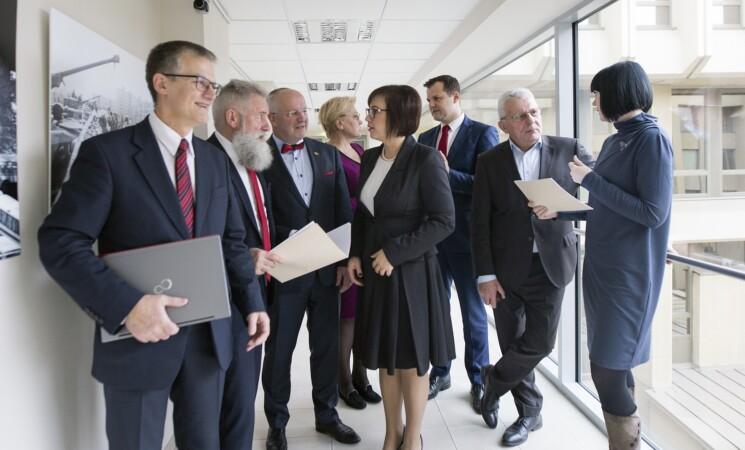 Siūlymai mokėti rentas parlamentarams kenkia Seimo reputacijai, taip pat kelia abejonių dėl skaidrumo