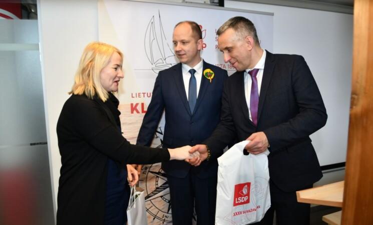 """Piešinių konkurso """"Nupieškime Valstybės atkūrimo 30-metį pasitinkančią Klaipėdą"""" apdovanojimai"""